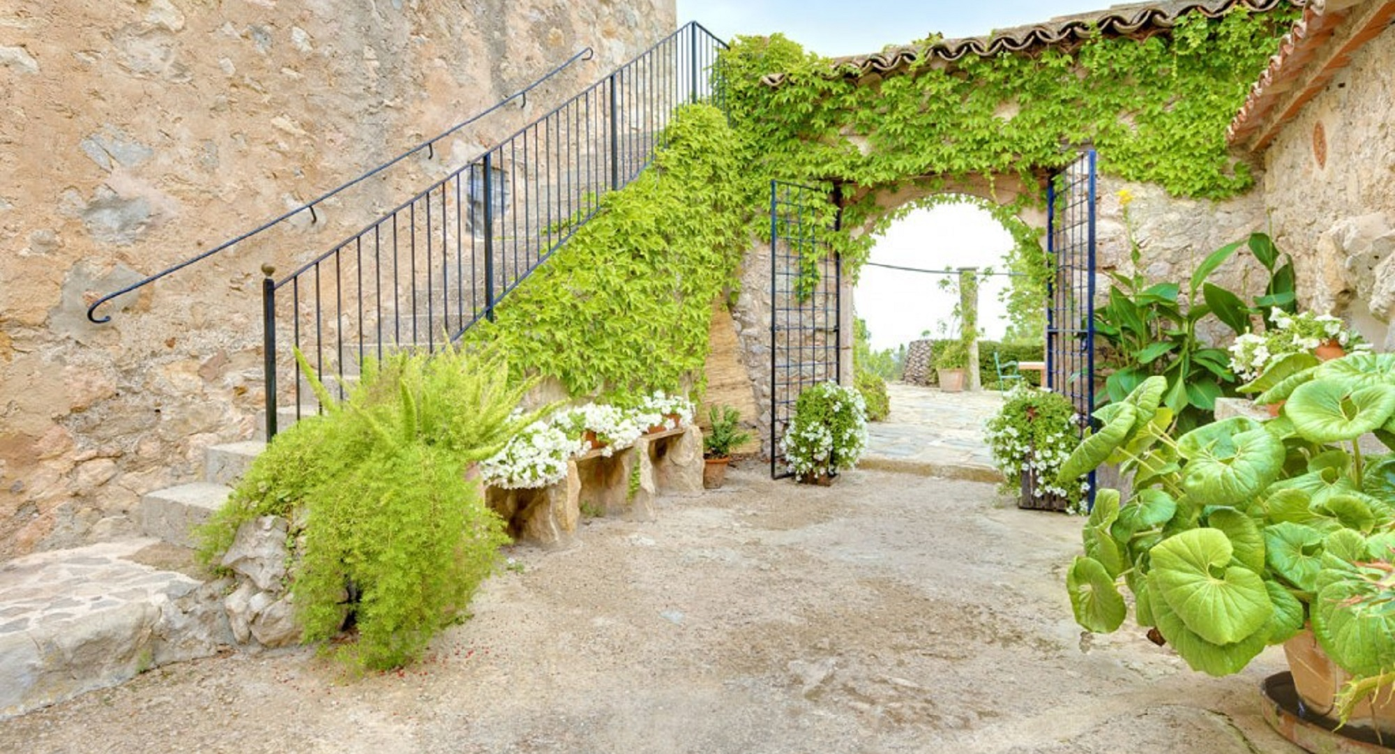 Majorcan country house with large plot in Esporlas