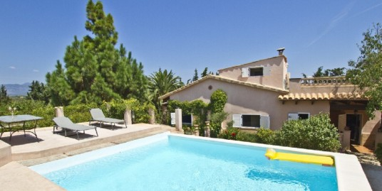 Pretty country house with garden directly in Biniali