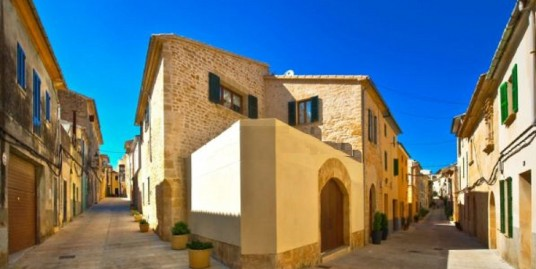 Restored town house in Alcudia